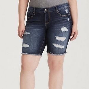 NWT Torrid Distressed Dk Wash Bermuda Short, 26W